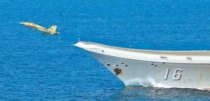 重磅!海军首批生长模式舰载战斗机飞行员通过着舰资质认证